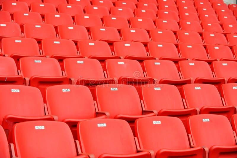 места красного цвета футбола стоковые фото