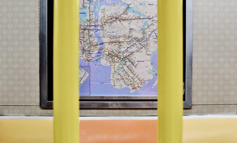 Места метро Нью-Йорка и интерьер вагона карты NYC стоковые изображения