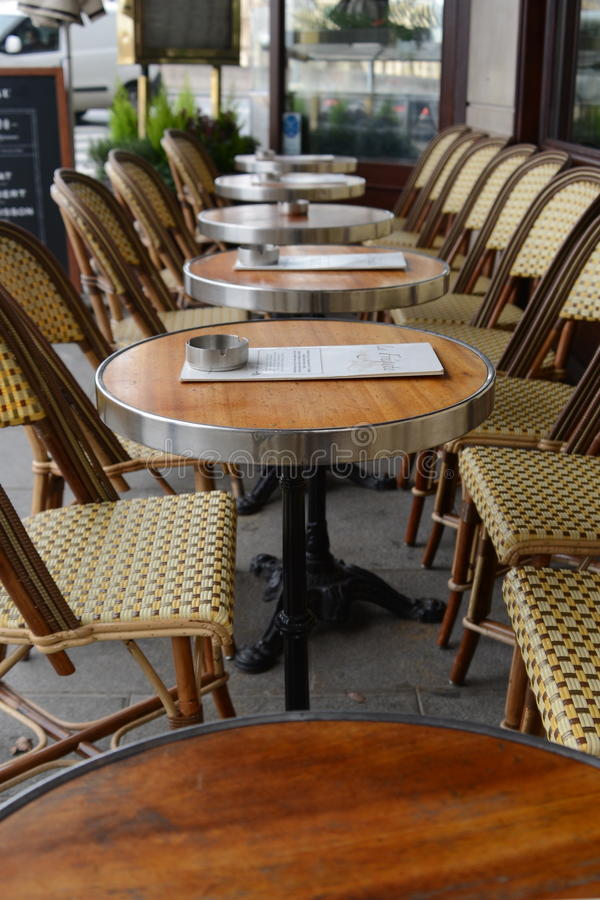 Места французского кафа внешние в Париже стоковые изображения