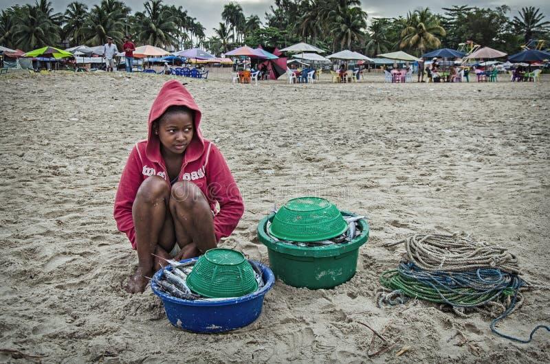 Местная аборигенная девушка с перетаскиванием стоковая фотография rf