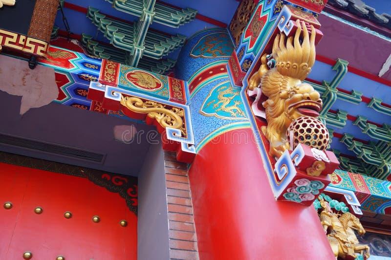 Местная китайская традиционная архитектура: богато орнаментированное здание стоковые фотографии rf