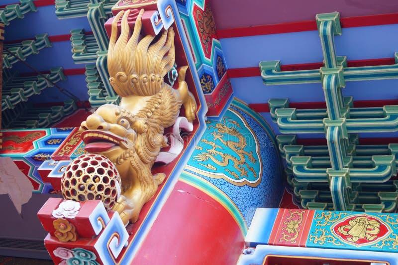 Местная китайская традиционная архитектура: богато орнаментированное здание стоковые изображения rf
