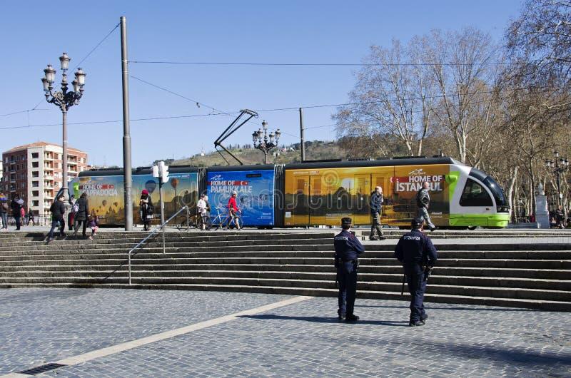 Местная электрическая трамвайная линия с рекламой для перемещения в Турции, Bi стоковые фотографии rf