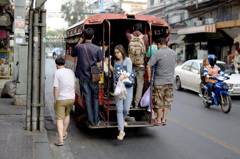 Местный автобус в Бангкоке, Таиланде стоковая фотография rf