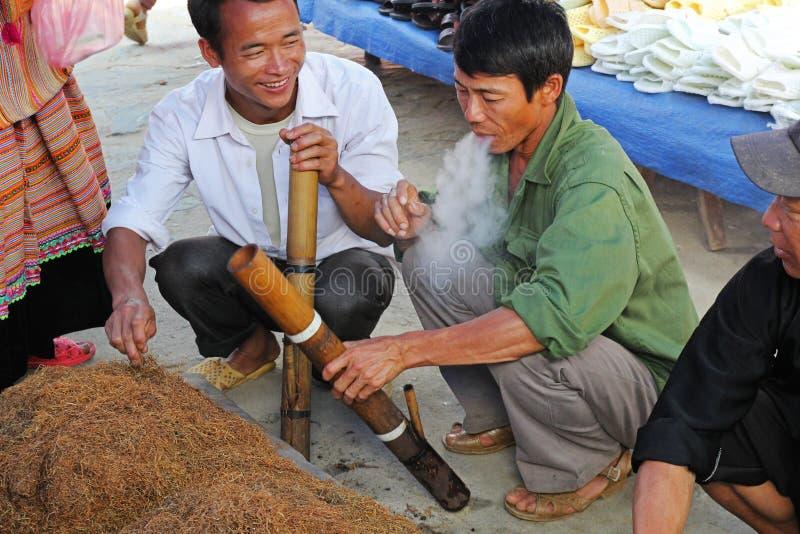 Местный табак в рынке Bac Ha стоковые изображения rf