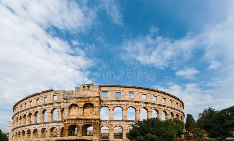Место всемирного наследия ЮНЕСКО детали арены времени Хорватии пул римское стоковое фото rf