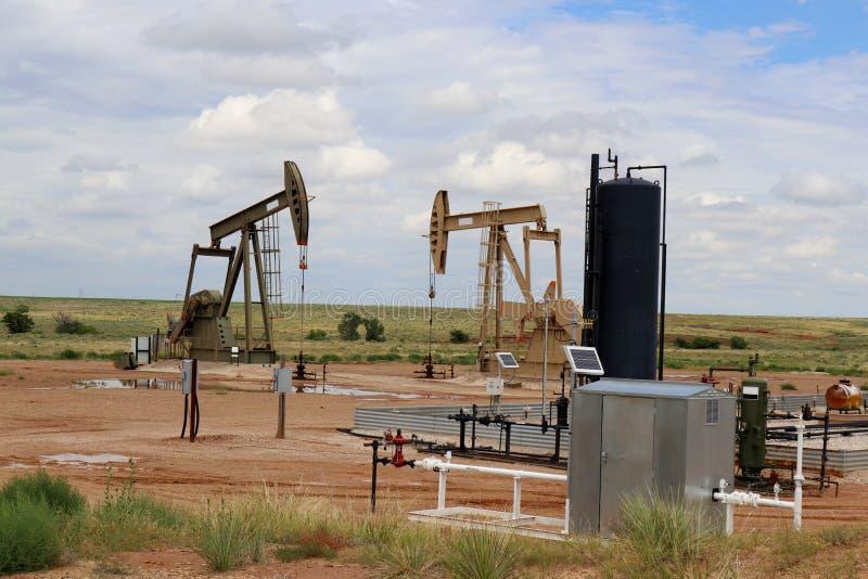 Место Джека насоса нефтяной скважины сверля стоковые фото