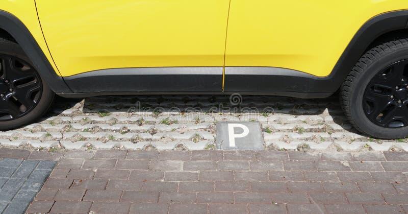 Место для парковки Eco дружелюбное в Нидерланд стоковая фотография rf