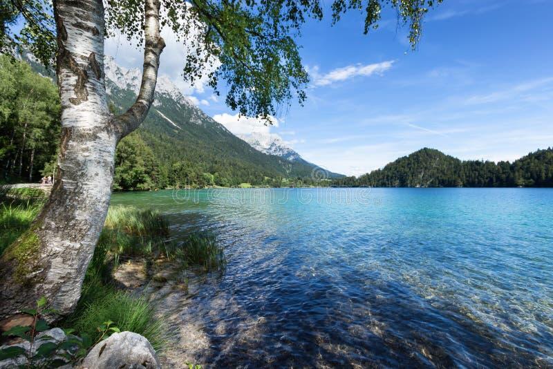 Место, который нужно ослабить на озере горы стоковая фотография rf