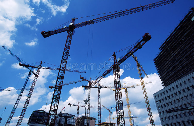Download место кранов конструкции стоковое фото. изображение насчитывающей индустрия - 487236