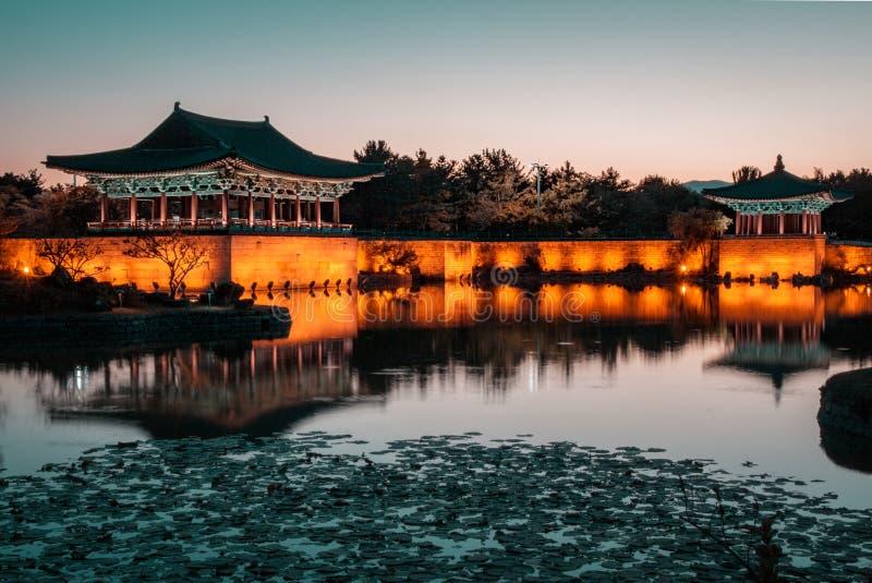 Место наследия ЮНЕСКО, пруд на сумраке, Кёнджу Anapji, Корея стоковые фотографии rf