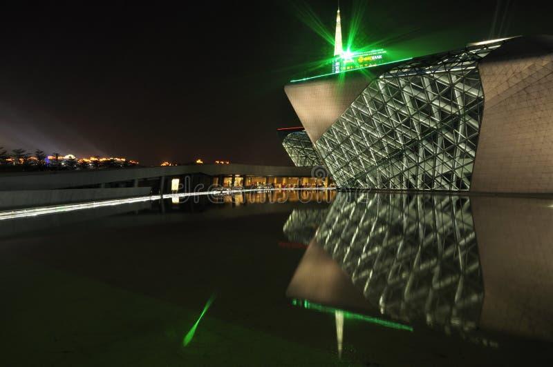 Место ночи оперы Гуанчжоу стоковое изображение