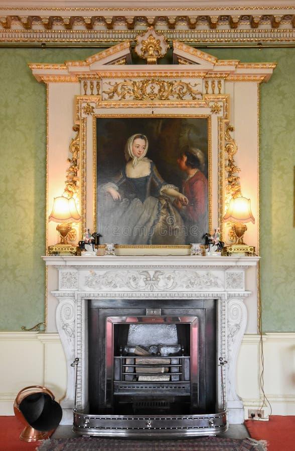 Место огня комнаты зеленого цвета Wimpole Hall стоковые изображения