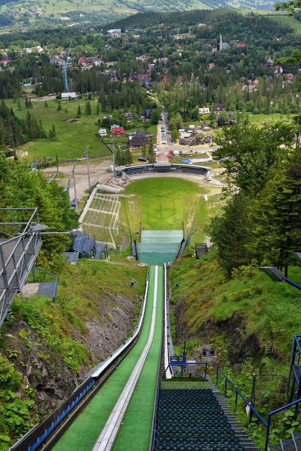 Место прыжков с трамплина в Zakopane, виде с воздуха летнего времени стоковые фото