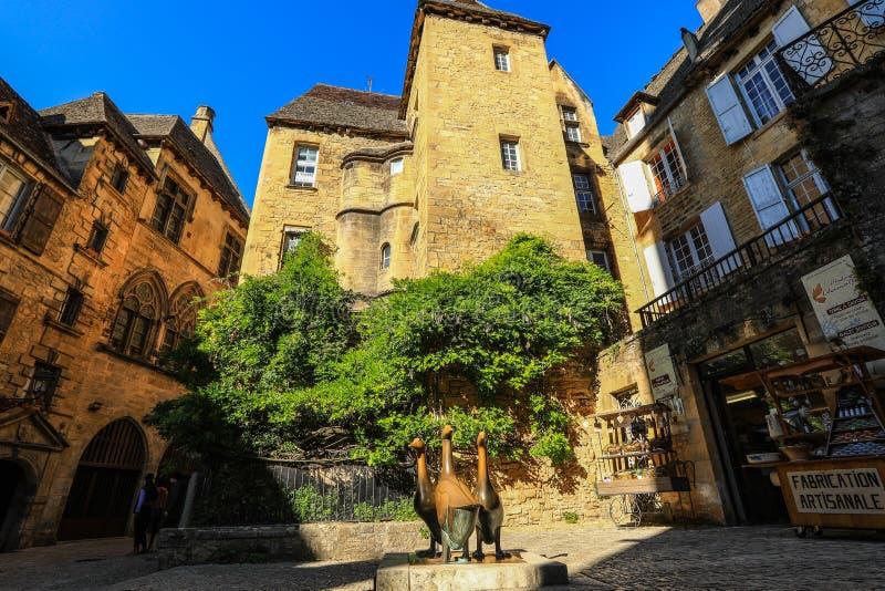Место du marché-вспомогательное-Oies на старом Ла Caneda Sarlat города, Perigord Noir, Дордоне, Франции стоковые фото