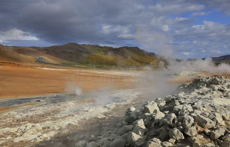 Место Hverir геотермическое в Исландии стоковые фото
