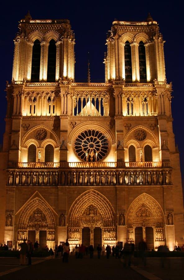 место paris notre ночи dame Франции стоковая фотография