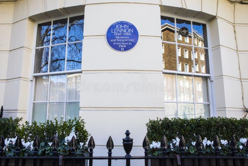 Металлическая пластинка Джон Леннон в Лондоне стоковые фотографии rf
