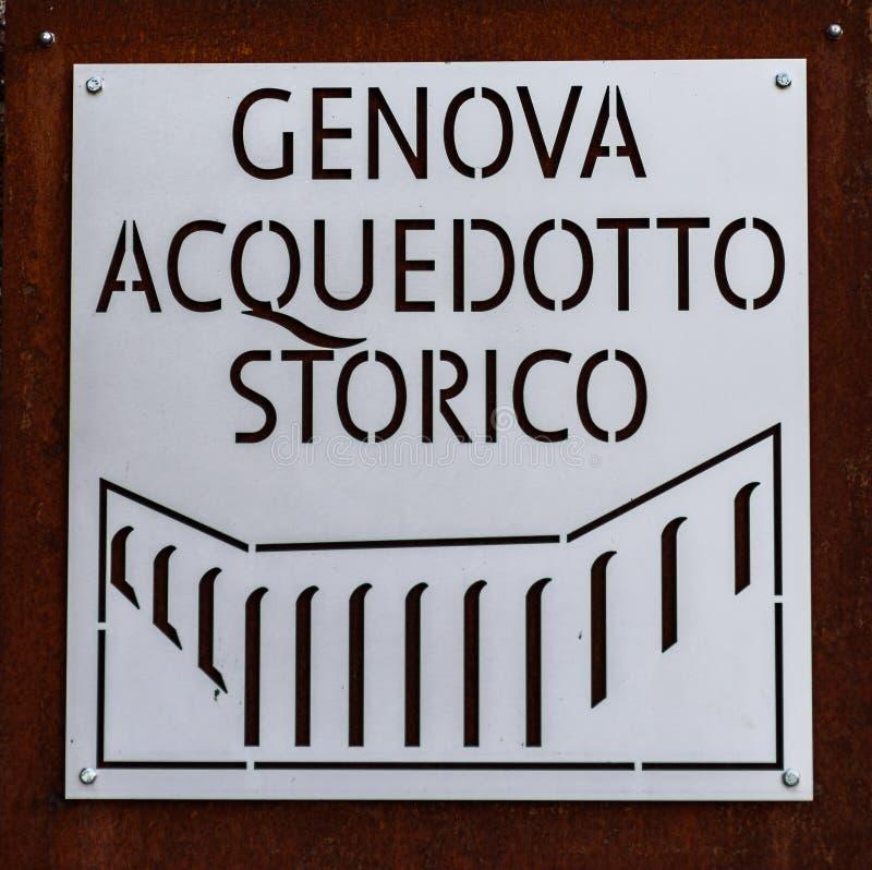Металлическая пластинка исторического мост-водовода в Генуе стоковая фотография rf