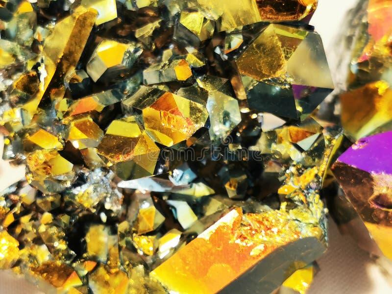 металлическая радужная кристаллическая текстура стоковая фотография rf