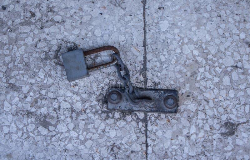 Металлический outdoors padlock стоковая фотография rf