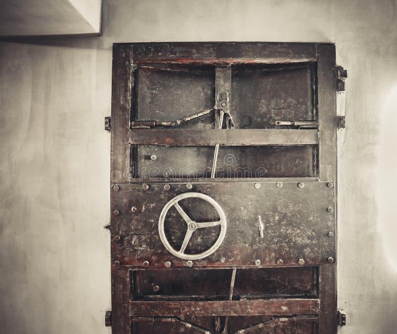 металл двери ржавый стоковые фото