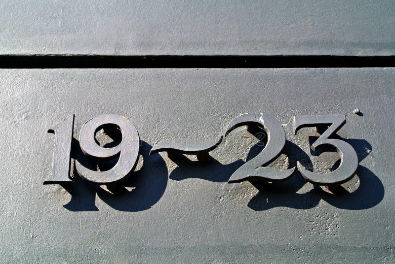 Металлические номера на двери стоковое изображение rf
