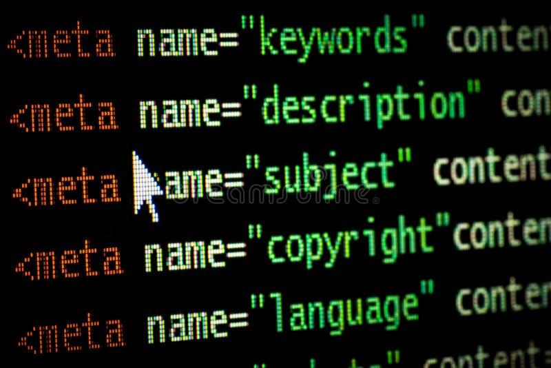 Мета кода компьютерного программирования интернет-страницы HTML маркирует в красном свете и темном ом-зелен с указателем мыши на  стоковое изображение