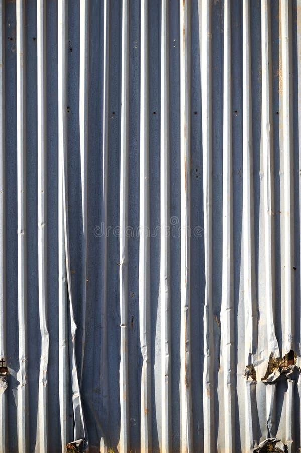 Металл обшивает панелями стену стоковое изображение