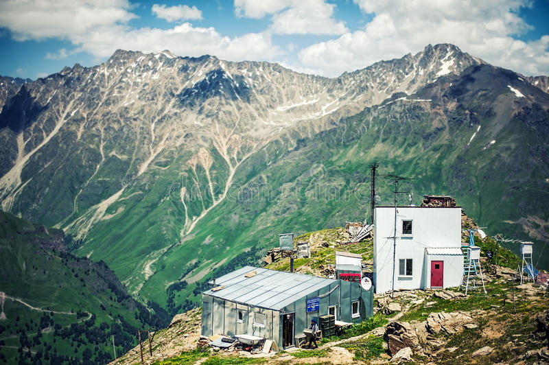 Метеорологическая станция на горе Cheget стоковое фото