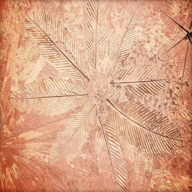 метки лист на бетоне стоковая фотография