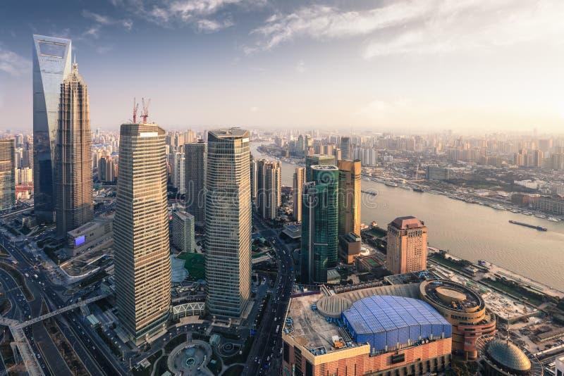 метрополия самомоднейший shanghai сумрака стоковое фото rf