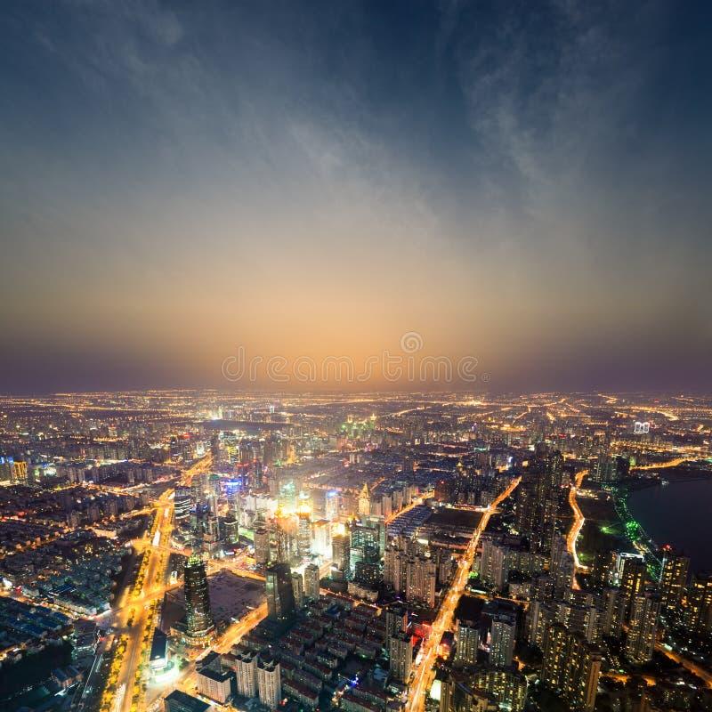 Метрополия Шанхай на ноче стоковое фото rf