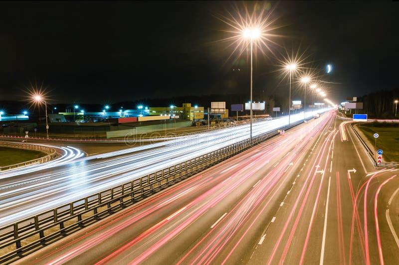 Метрополия перехода, движение и расплывчатые света стоковое изображение