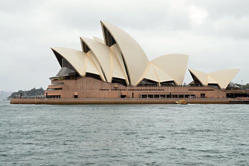 Метрополия Сидней и известный театр оперы стоковая фотография rf