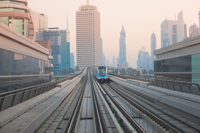 метро Дубай стоковые изображения