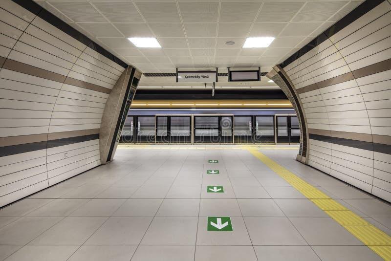 Метро Стамбула Метро, часть Стамбула a перехода центра города обеспечено на метро в Стамбуле стоковое фото rf