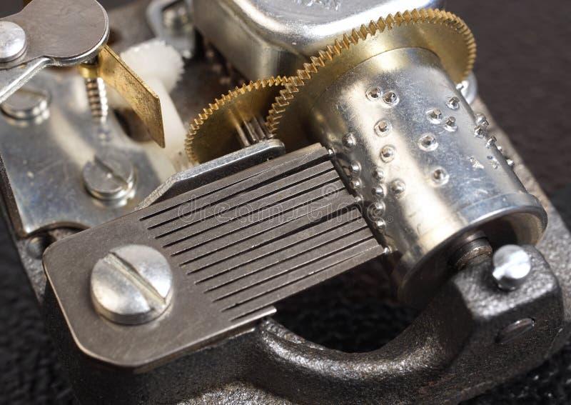 Механизм музыкальной коробки стоковая фотография
