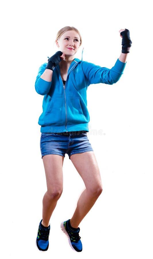 Механизм прерывного действия: скача девушка высокого бокса белокурая стоковые фото