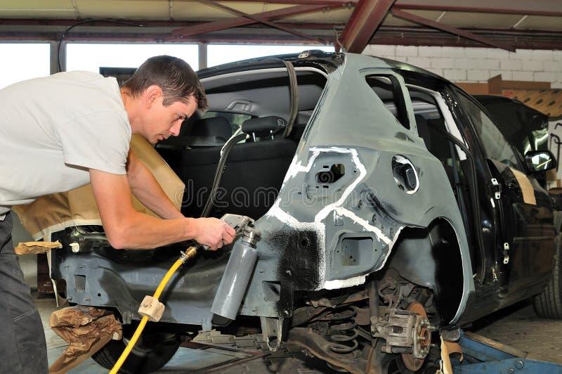 Работник тела автомобиля. стоковая фотография