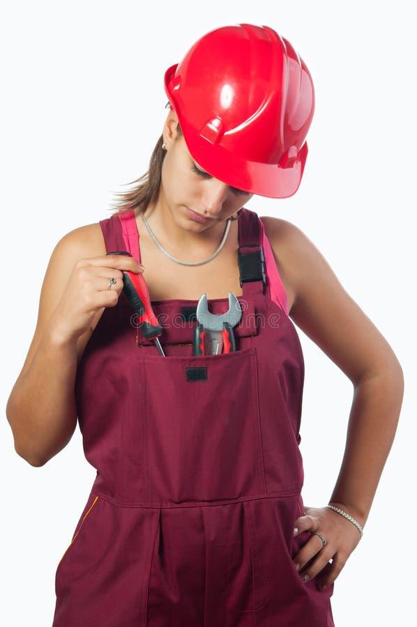Механик женщины с трудным шлемом и в прозодеждах стоковая фотография rf
