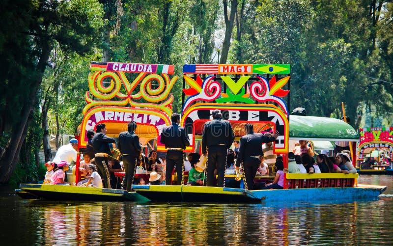 Мехико, Мексика - 13-ое апреля 2012 Канал воды в квартале Xochimilco стоковые фотографии rf