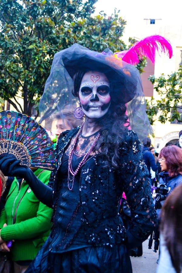 Мехико, Мексика; 1-ое ноября 2015: Портрет женщины в маскировке catrina на дне мертвого торжества в Мехико стоковое изображение