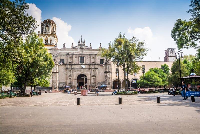 Мехико, Мексика - 26-ое октября 2018 Приход Сан-Хуана Bautista, Coyoacan стоковые фотографии rf