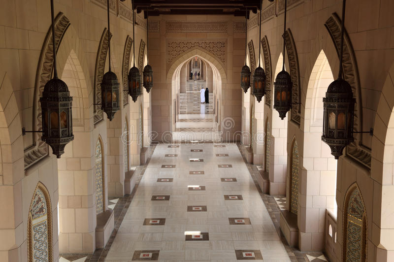 мечеть аркы грандиозная внутренняя стоковая фотография rf