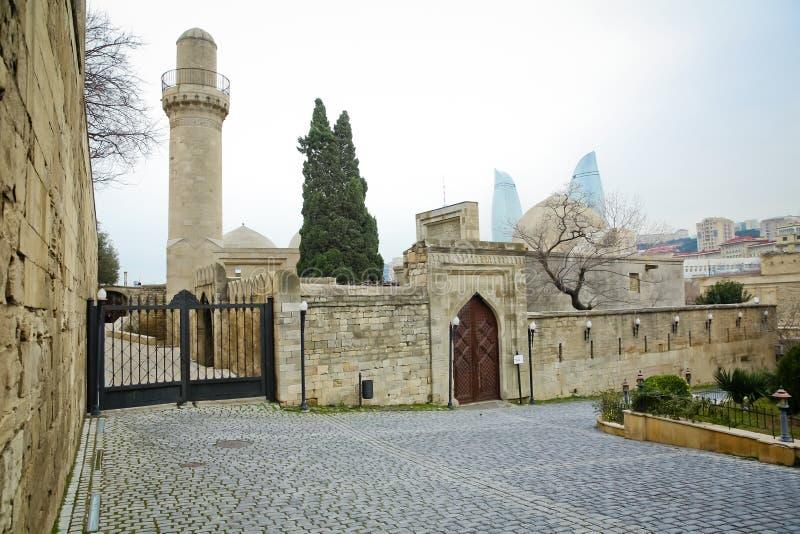 Мечеть в дворце Shirvanshahs в Баку пустословия Дворец Shirvanshahs Городок sheher Icheri старый Баку стоковые изображения rf