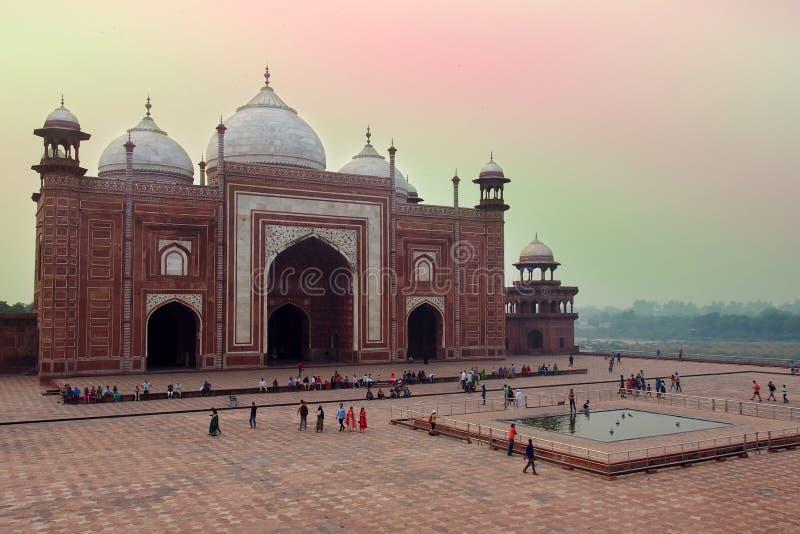 Мечеть на Тадж-Махале в Агре, Индии стоковое изображение rf