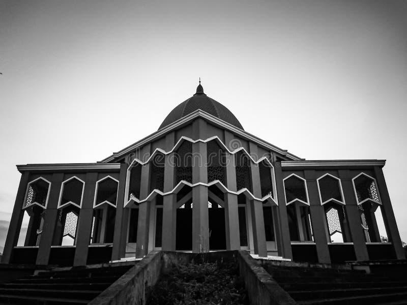 Мечеть на черно-белом минимализме драматическом стоковая фотография