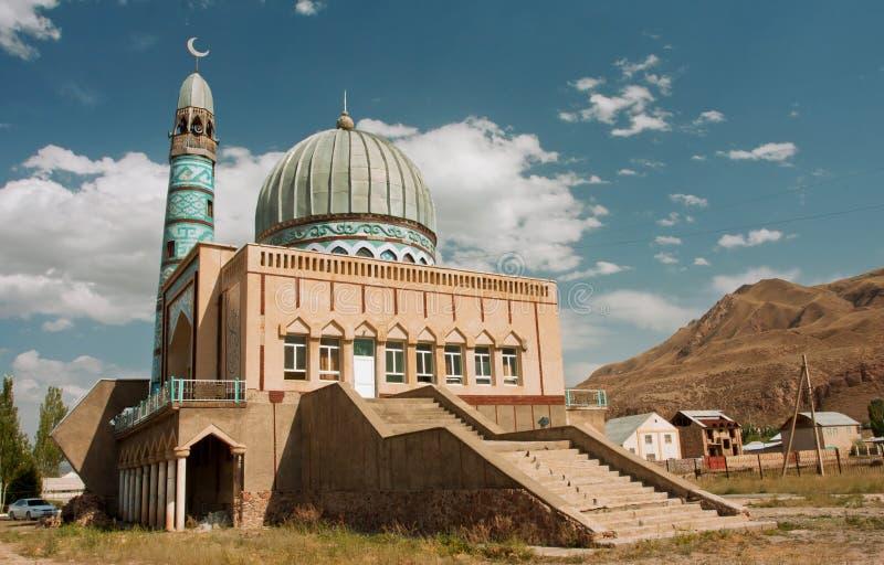 Мечеть построенная мастерами от Ближний Востока на солнечном дне с голубым небом стоковая фотография rf
