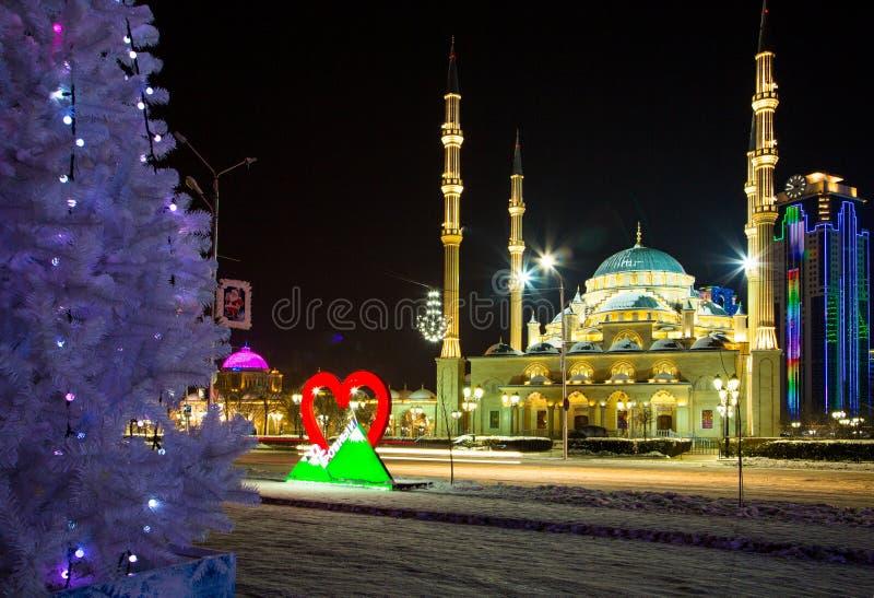 Мечеть сердце города Чечни и Грозного на ноче стоковое фото